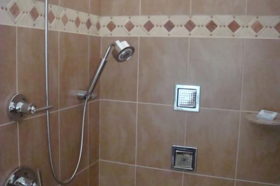 Влагостойкие панели в ванной